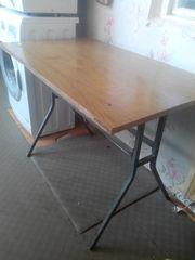 Продаются два стола кухонный и складной